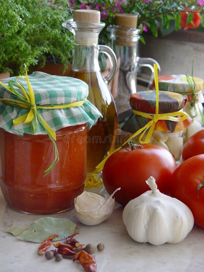 Mâche de tomate photographie stock libre de droits