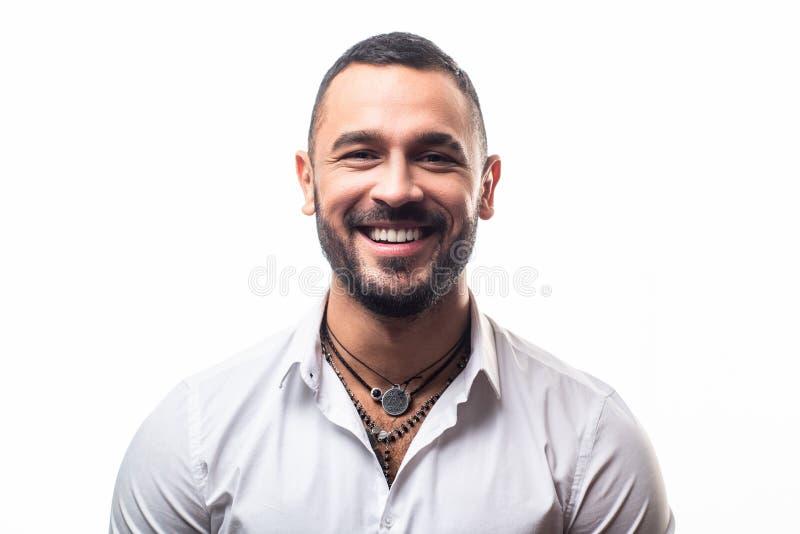 Mâle élégant attirant Concept de masculinit? Portrait de modèle beau sexy d'homme de mode avec le sourire Garçon barbu brutal photos libres de droits