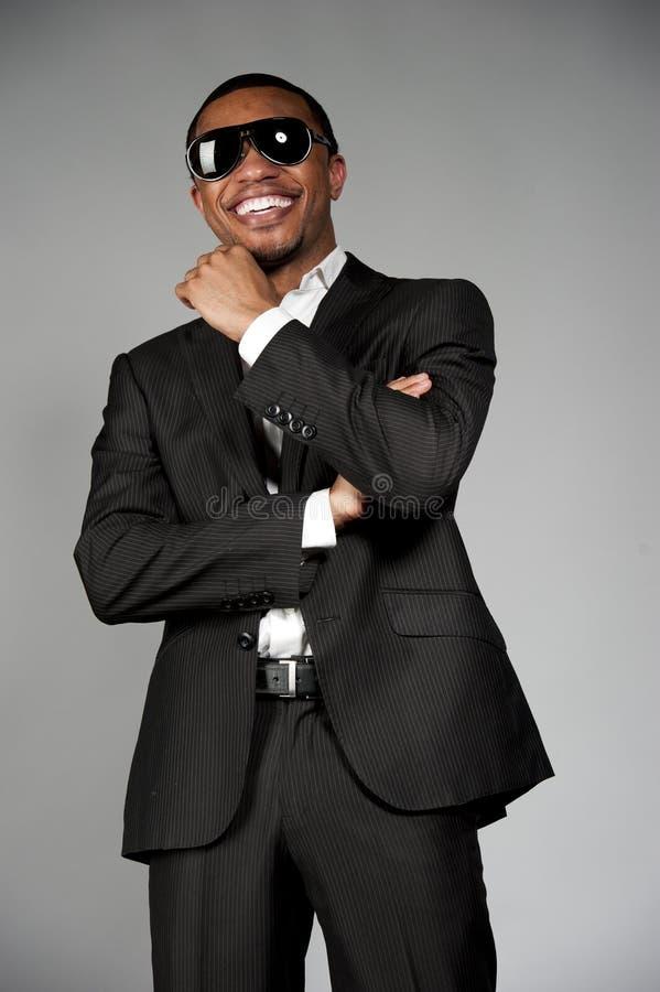 Mâle attirant heureux d'Afro-américain photos stock