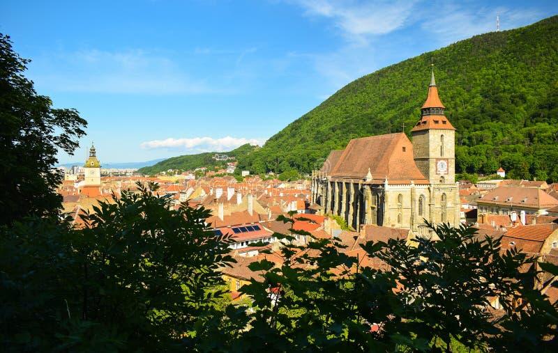 Mâle d'or de festival de centre d'église noire de Brasov Roumanie de la Transylvanie de vieille de ville montagne européenne de T photo libre de droits