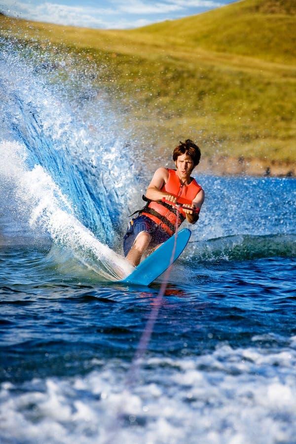 Mâle de ski d'eau images stock