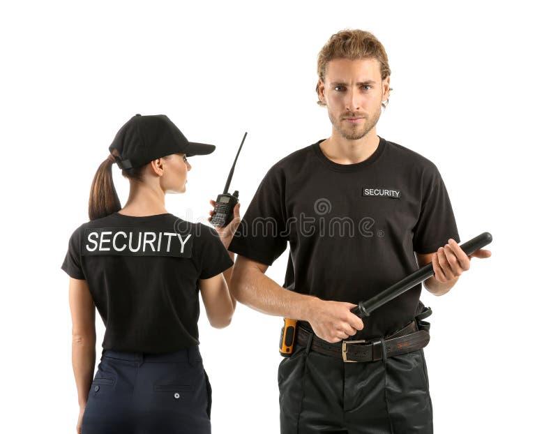 Mâle et gardes de sécurité féminins sur le fond blanc photo libre de droits