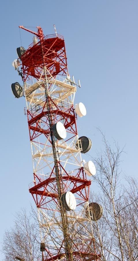 Download Mât de transmissions image stock. Image du simple, distribuez - 8662819