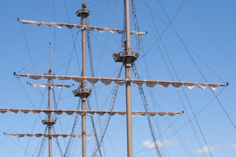 Mâter du grand bateau de navigation en bois images libres de droits