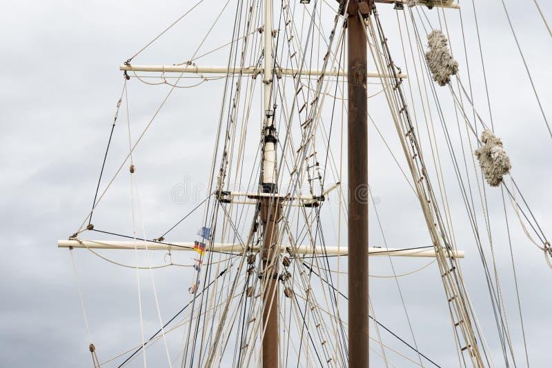 Mâter du grand bateau de navigation en bois, calage détaillé photos libres de droits