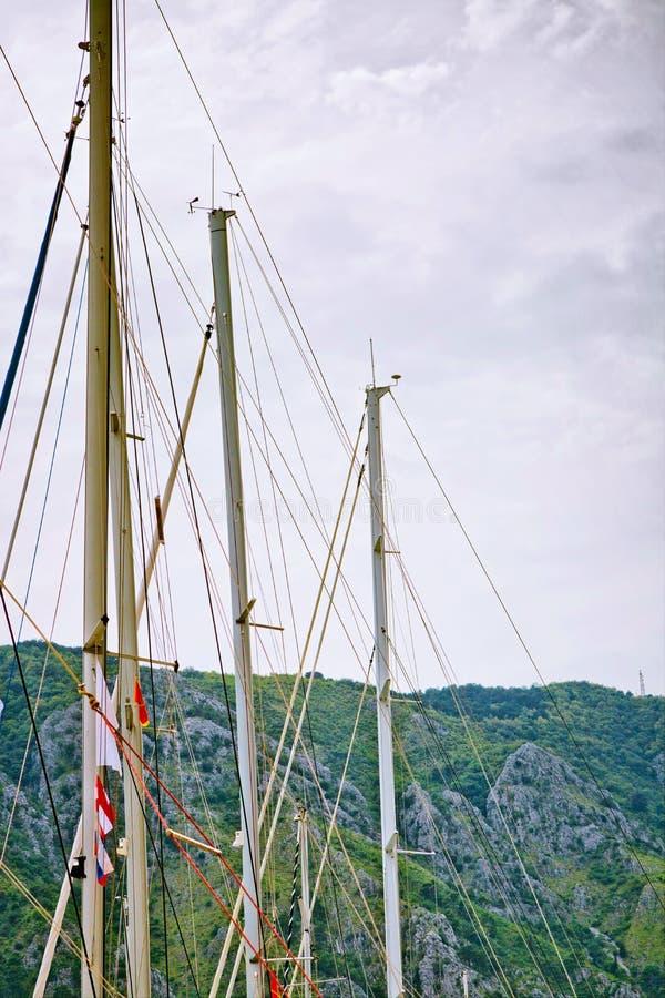 Download Mâts des yachts image stock. Image du calme, marina, méditerranéen - 87702789