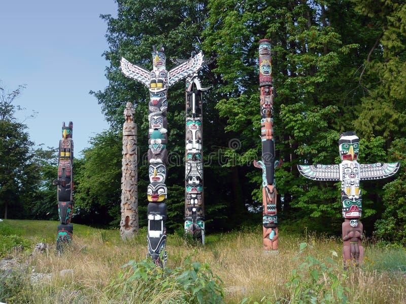 Mâts totémiques de Vancouver photographie stock