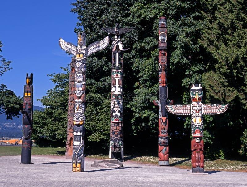 Mâts totémiques, stationnement de Stanley, Vancouver. photo stock