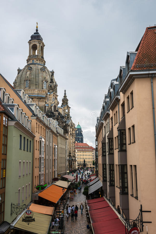 MÃ ¼ nzgasse en Frauenkirche in Dresden stock foto's