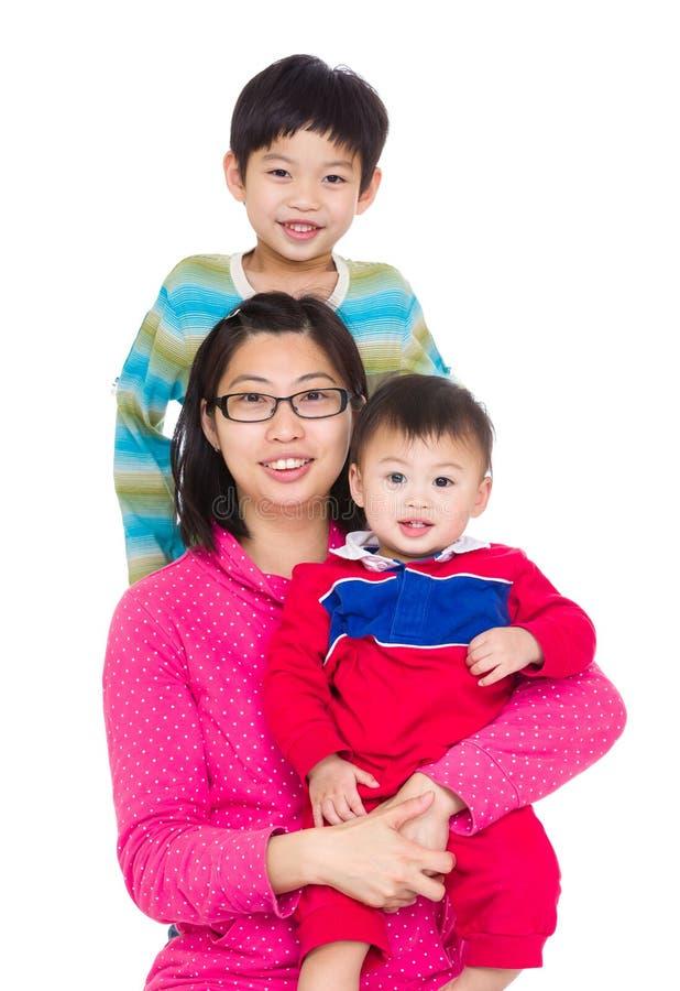 Mãe asiática com o filho dois imagem de stock