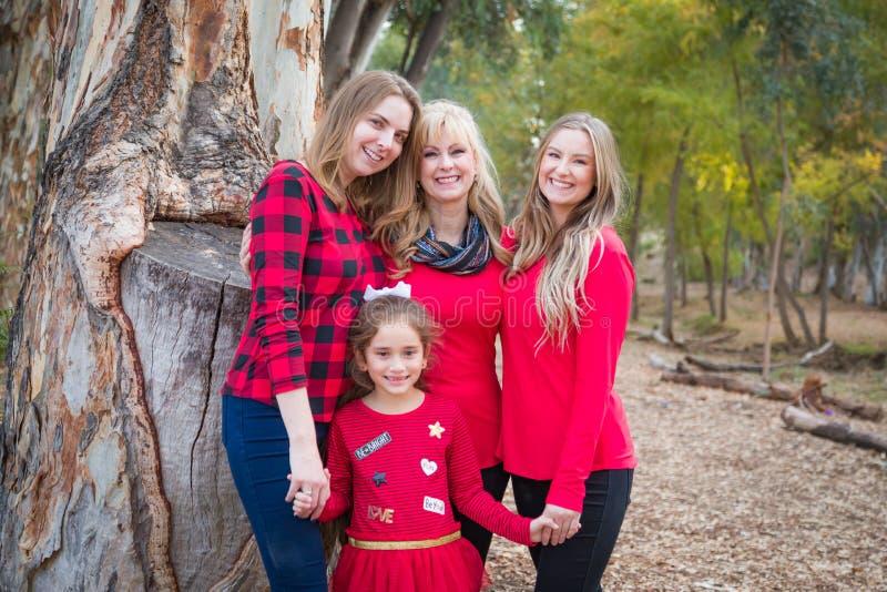 Mãe bonita com filhas e neto da raça misturada imagens de stock royalty free