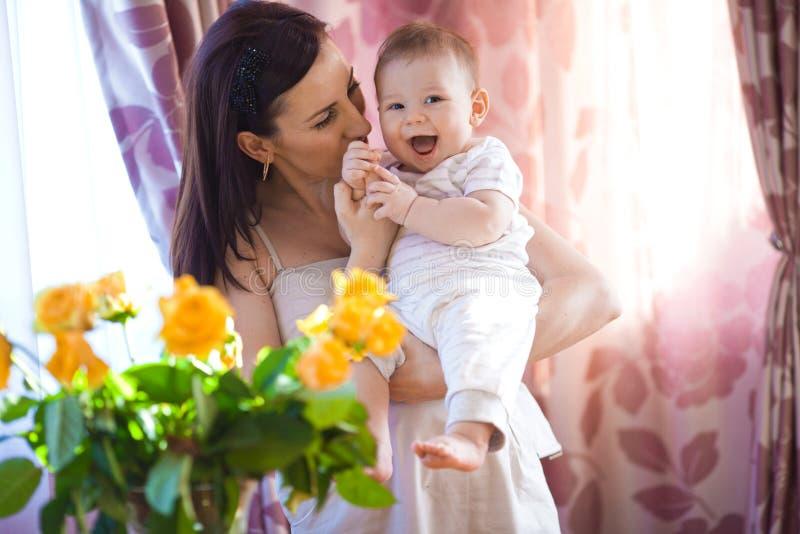 Mãe com bebê imagem de stock