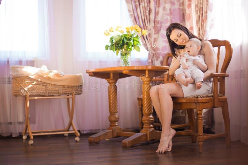 Mãe com bebê fotografia de stock