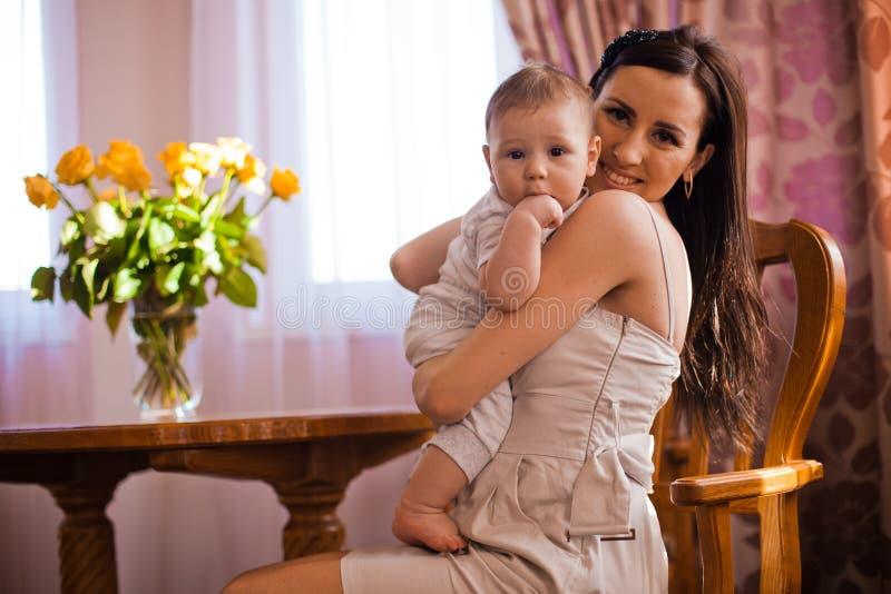 Mãe com bebê fotografia de stock royalty free