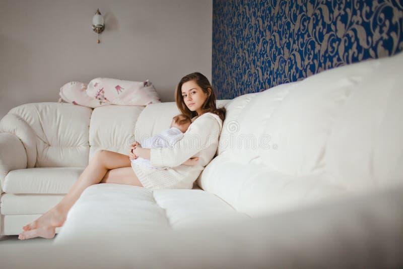 Mãe com bebê foto de stock