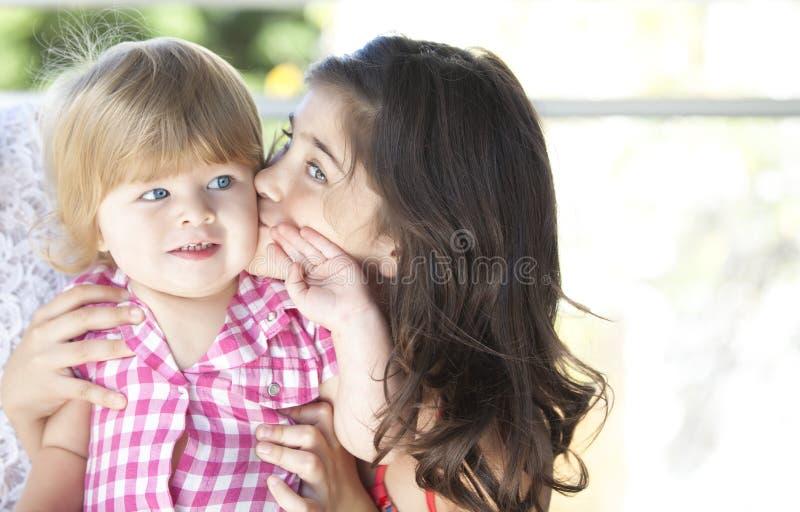 Mãe com sua filha bonita imagens de stock
