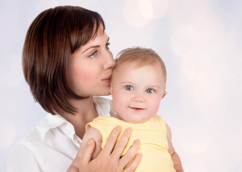 Mãe delicada com bebê foto de stock royalty free