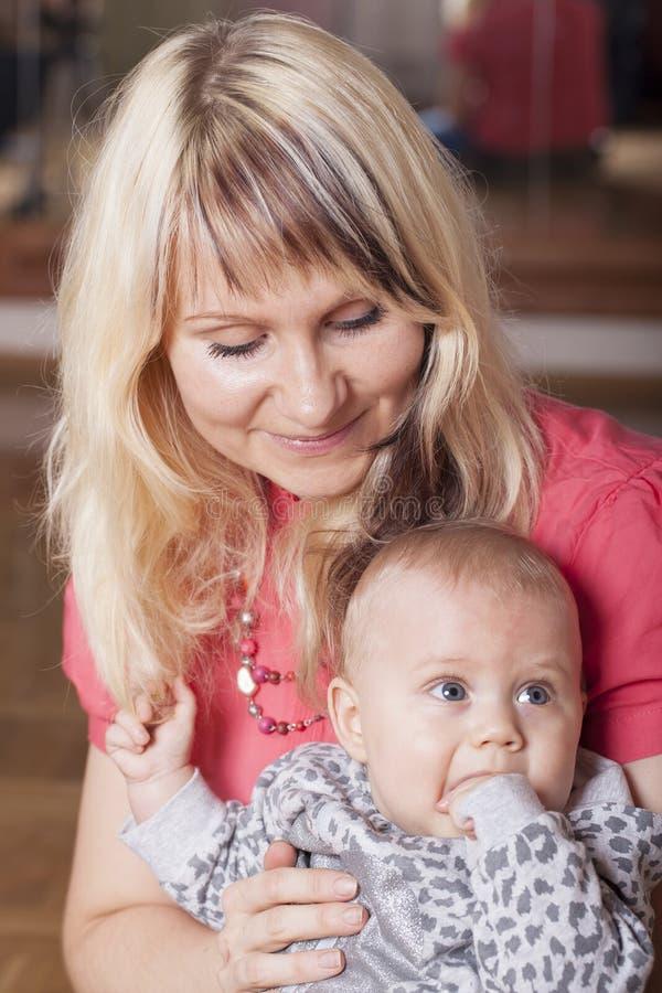 Mãe e bebê. imagens de stock royalty free