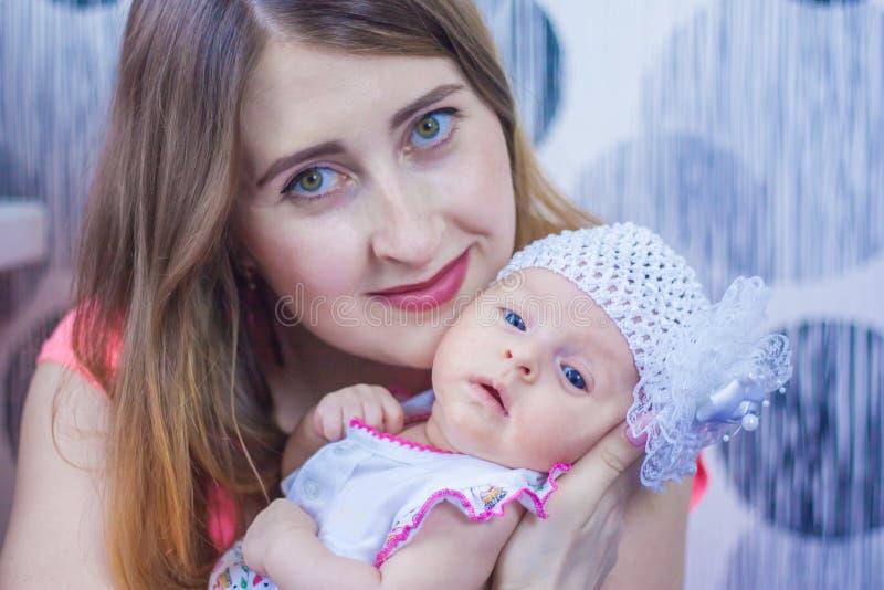Mãe e criança o primeiro ano fotografia de stock royalty free