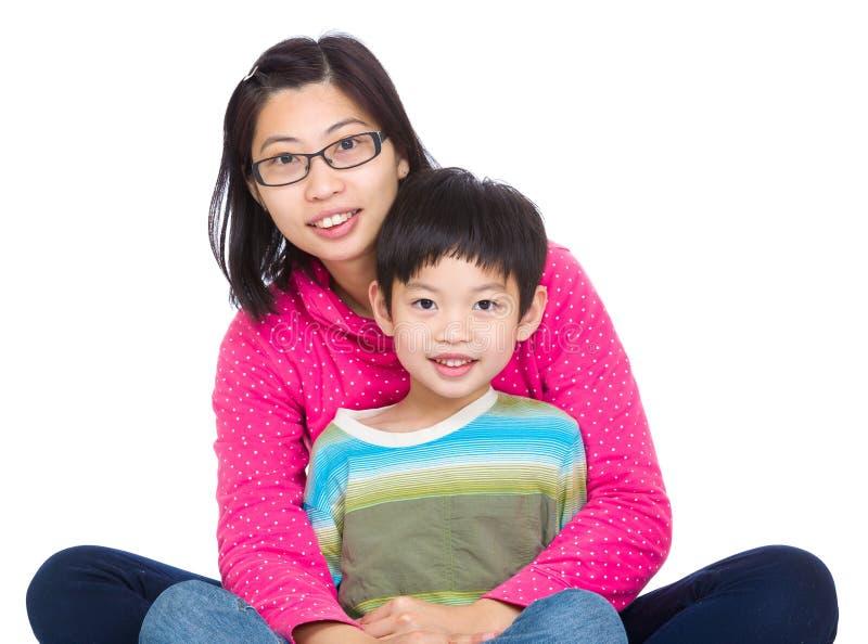 Mãe e rapaz pequeno asiáticos imagens de stock