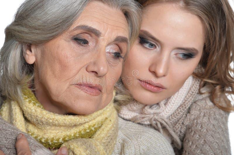 Mãe e sua filha adulta imagem de stock royalty free