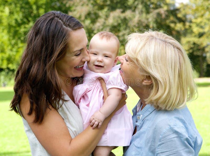 Mãe feliz com criança e avó fora fotos de stock royalty free