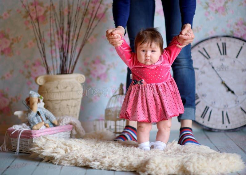 Mãe feliz com a filha pequena fotos de stock royalty free