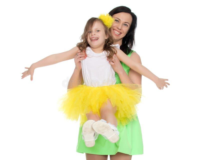 Mãe feliz que guarda uma filha nova imagem de stock royalty free