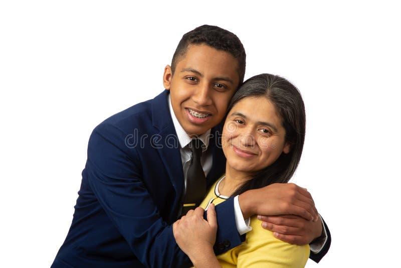 Mãe latino-americano feliz com filho do adolescente fotos de stock royalty free