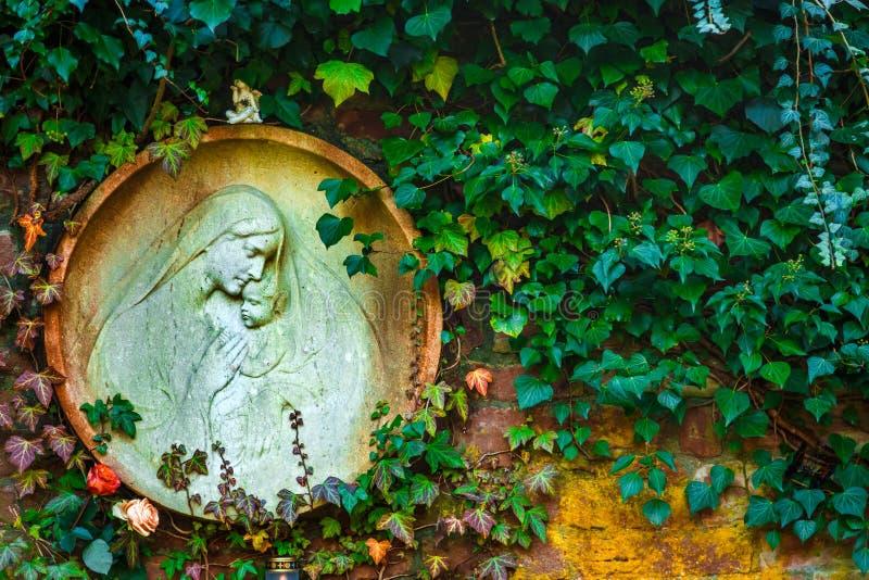 Mãe Mary e Jesus Born Christianity Religion na natureza foto de stock royalty free