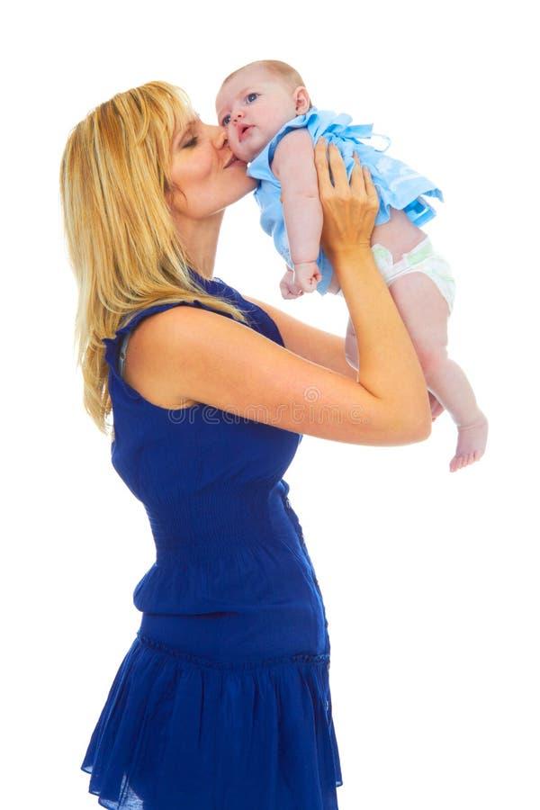 Mãe nova orgulhosa feliz com bebê imagem de stock royalty free
