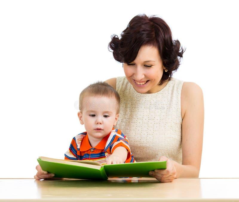 Download Mãe Feliz Que Lê Um Bebé Do Livro Foto de Stock - Imagem de instrução, beleza: 29838644