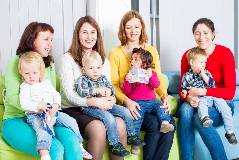 Mães e crianças fotografia de stock royalty free