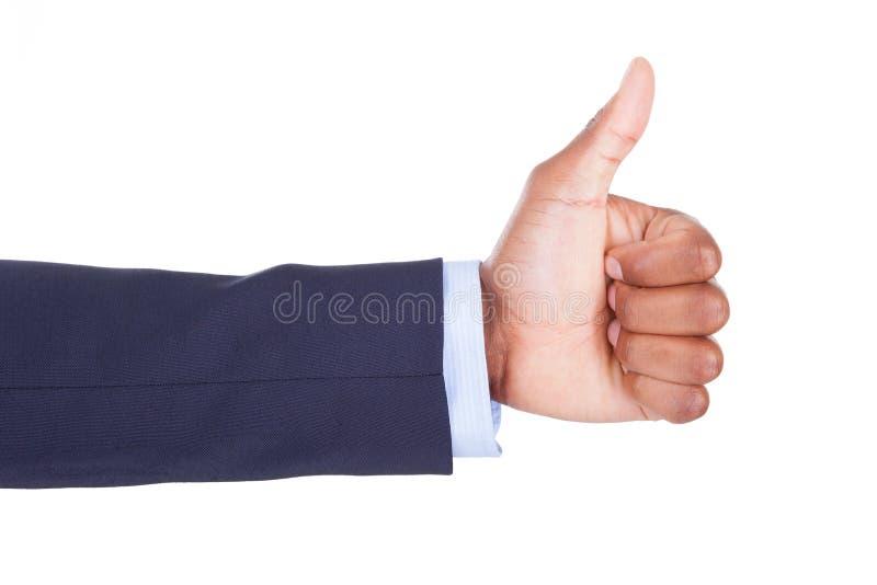 A mão afro-americano que faz os polegares levanta o sinal - pessoas negras imagem de stock royalty free