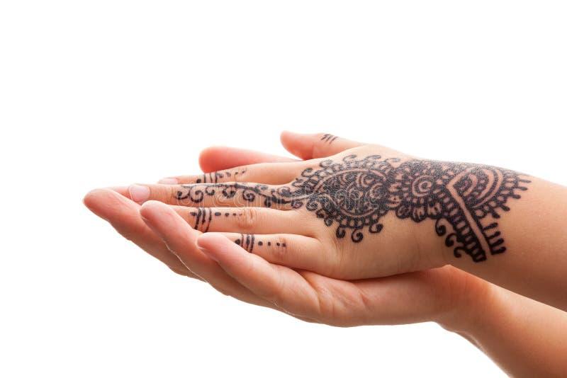 Mão amiga com tatoo da hena fotos de stock royalty free