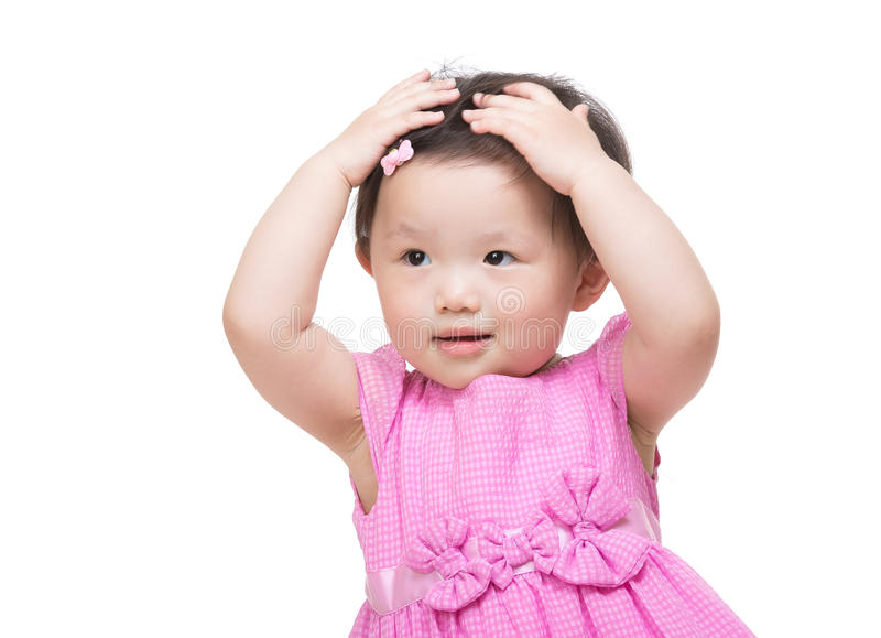 A mão asiática da menina dois toca em seu cabelo fotografia de stock