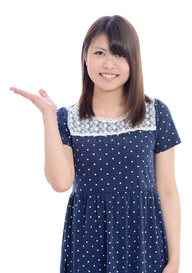 Mão asiática nova da mulher que mostra o sinal vazio foto de stock royalty free