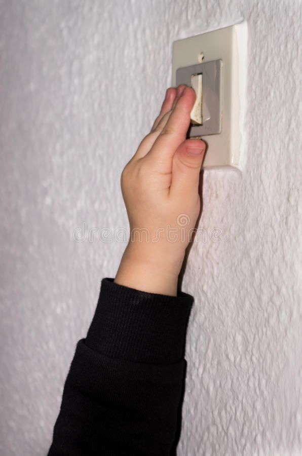 Mão ativando um interruptor da luz fotos de stock