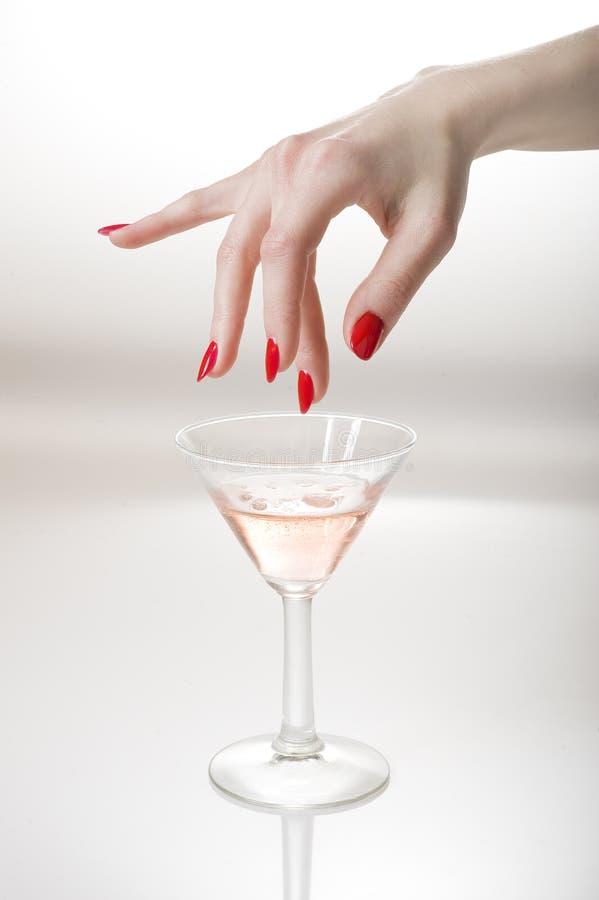 Download Mão Bonita Com Manicure Vermelho Perfeito Imagem de Stock - Imagem de closeup, mão: 12803943