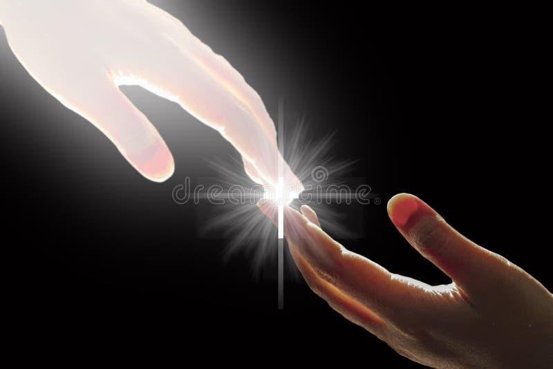 A mão branca do ` s do deus está tocando na mão com cruz imagens de stock royalty free