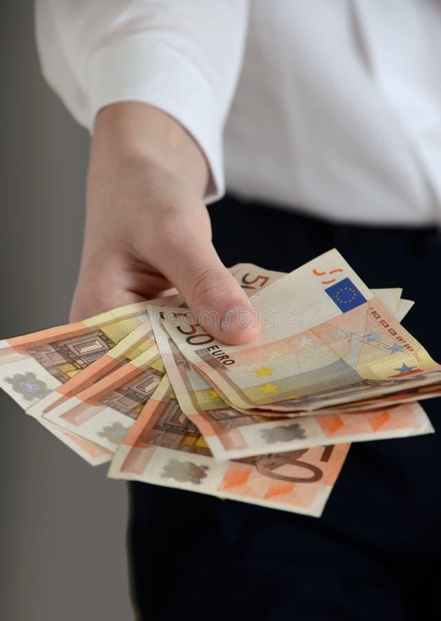Mão com euro- dinheiro fotos de stock