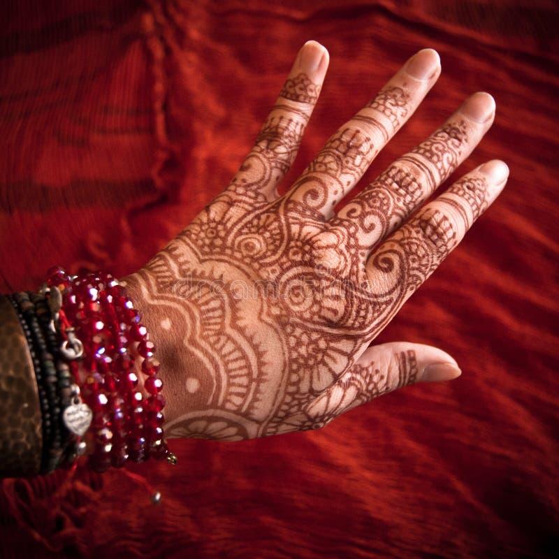 Mão com Mehndi foto de stock