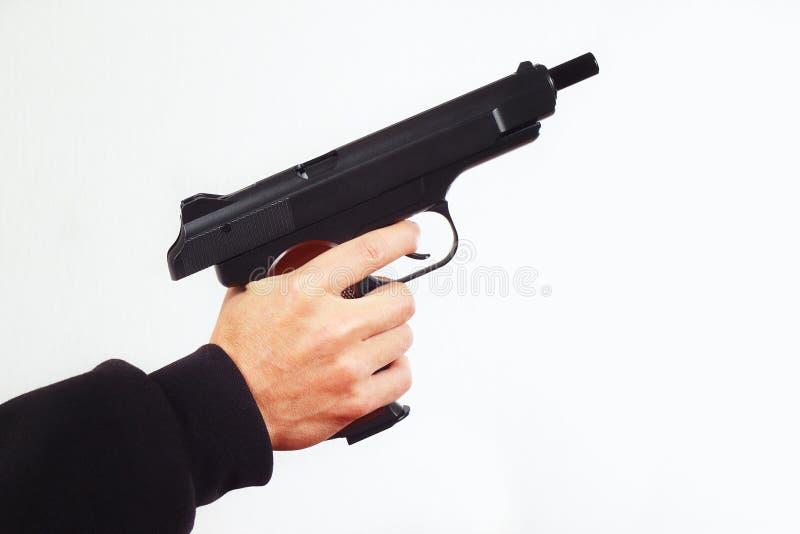Mão com o revólver semiautomático descarregado fotografia de stock royalty free