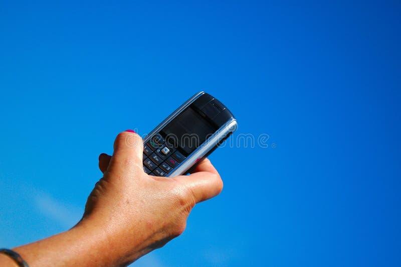 Mão com telefone móvel fotos de stock