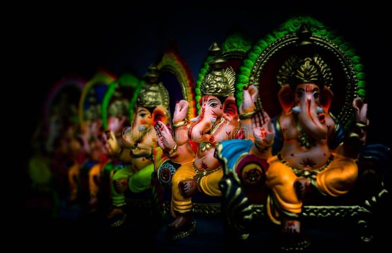 A mão da bênção da estátua de Ganesha imagem de stock