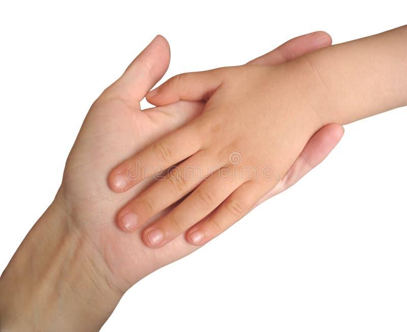 Mão da criança na mão da matriz isolada no branco foto de stock