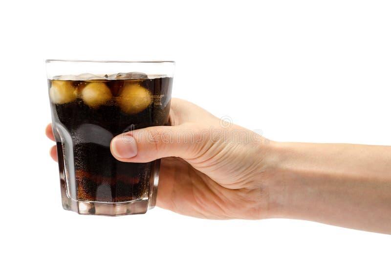 Mão da menina que guarda o vidro do rum com casco fotografia de stock