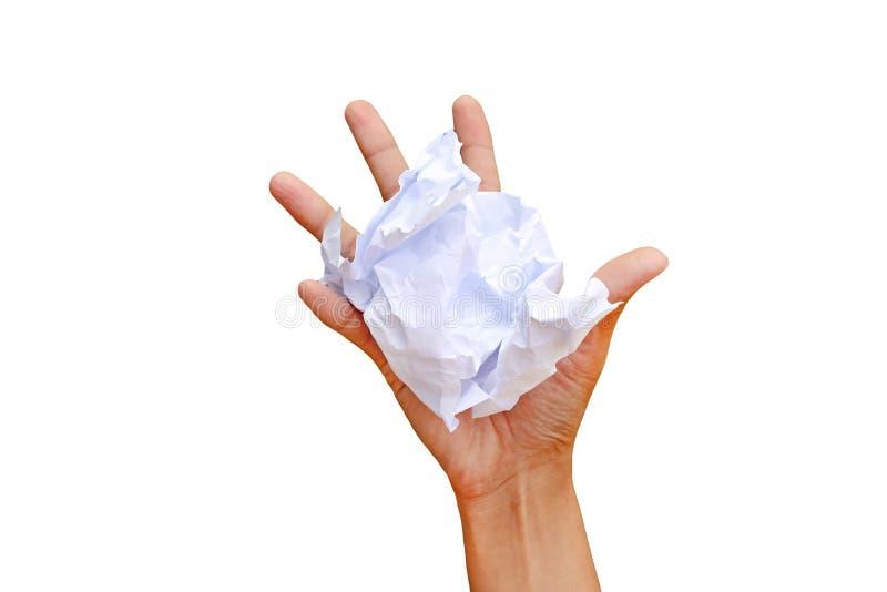 A mão da mulher amarrotou a folha de papel isolada no fundo branco, mão que espreme o papel fotos de stock