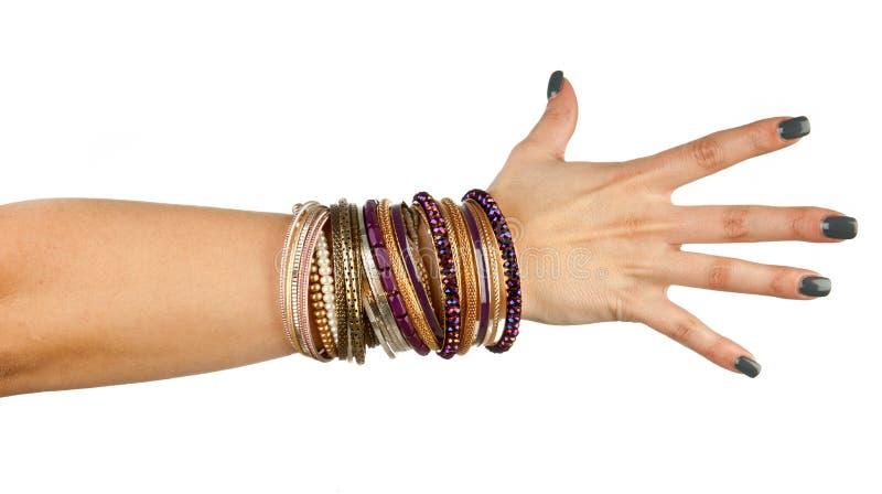 Mão da mulher com braceletes imagens de stock royalty free