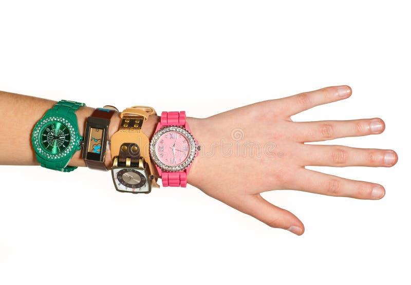 Mão da mulher com relógios imagens de stock royalty free
